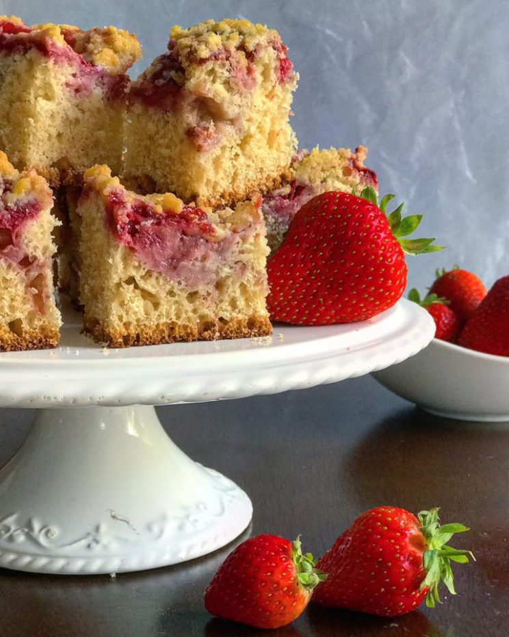 Babcias strawberry crumble cake